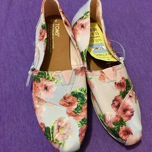 TOMS Rose Floral print shoes